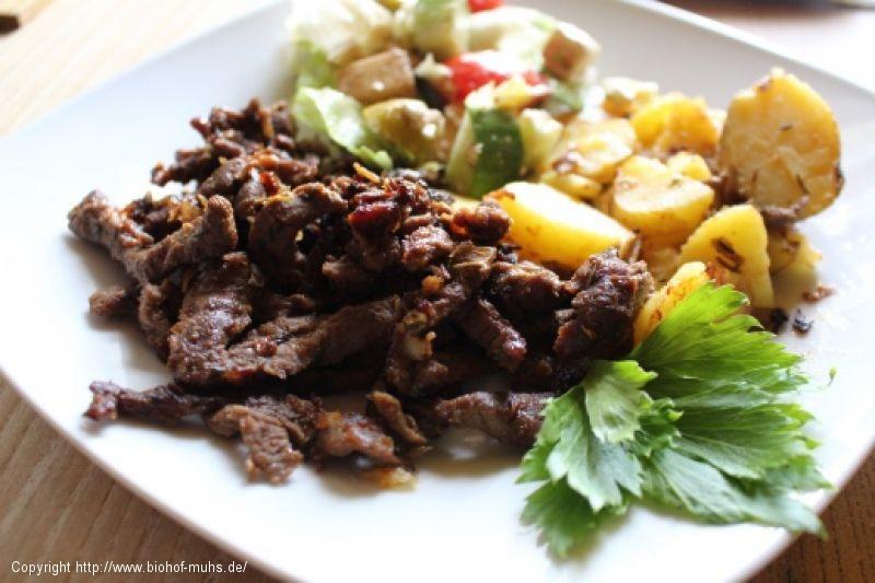 Gyros mit Rosmarin-Kartoffeln und Salat