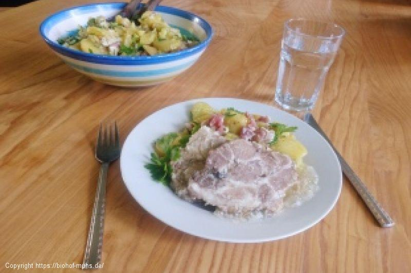 Sauerfleisch mit Kartoffelsalat